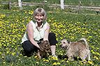 Frau mit Kaninchen und H..